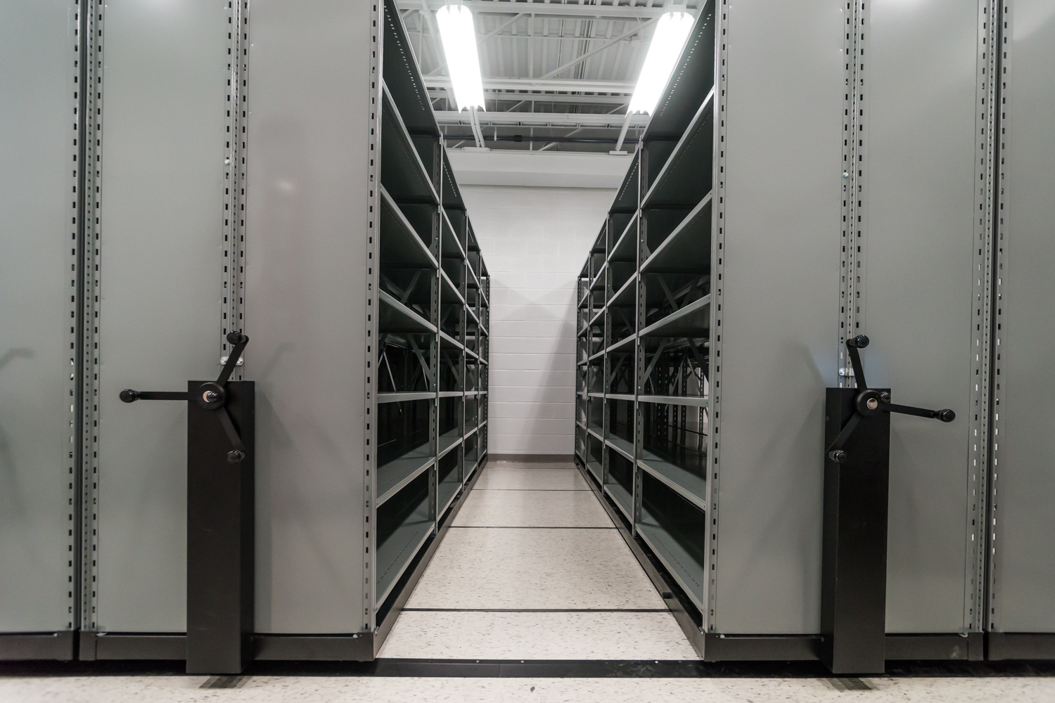 40 % space savings with mobile shelving
